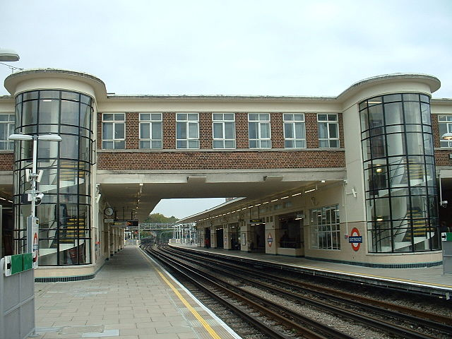 Finchley-Station_enWikipedia